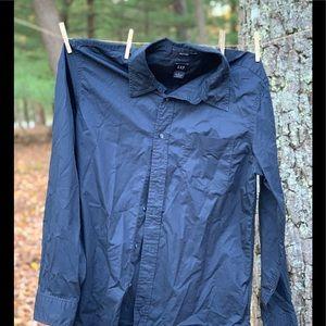 Men's gap long sleeve button down navy shirt